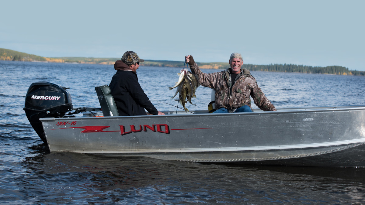 Canadian fly in fishing hunting lodge manitoba for Best canadian fishing lodges